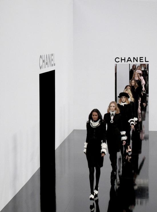 German designer Karl Lagerfeld (L) ackno